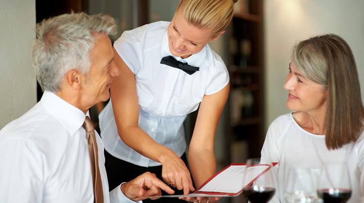 como fidelizar clientes en negocios turisticos