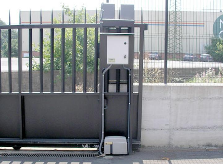 Como poner un motor a puerta autom tica de garaje corredera - Puertas para cocheras electricas ...